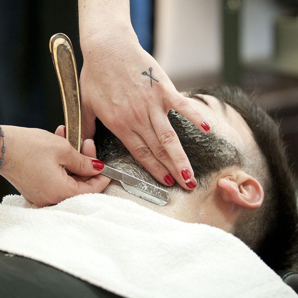 Afeitado a Navaja en Sevilla