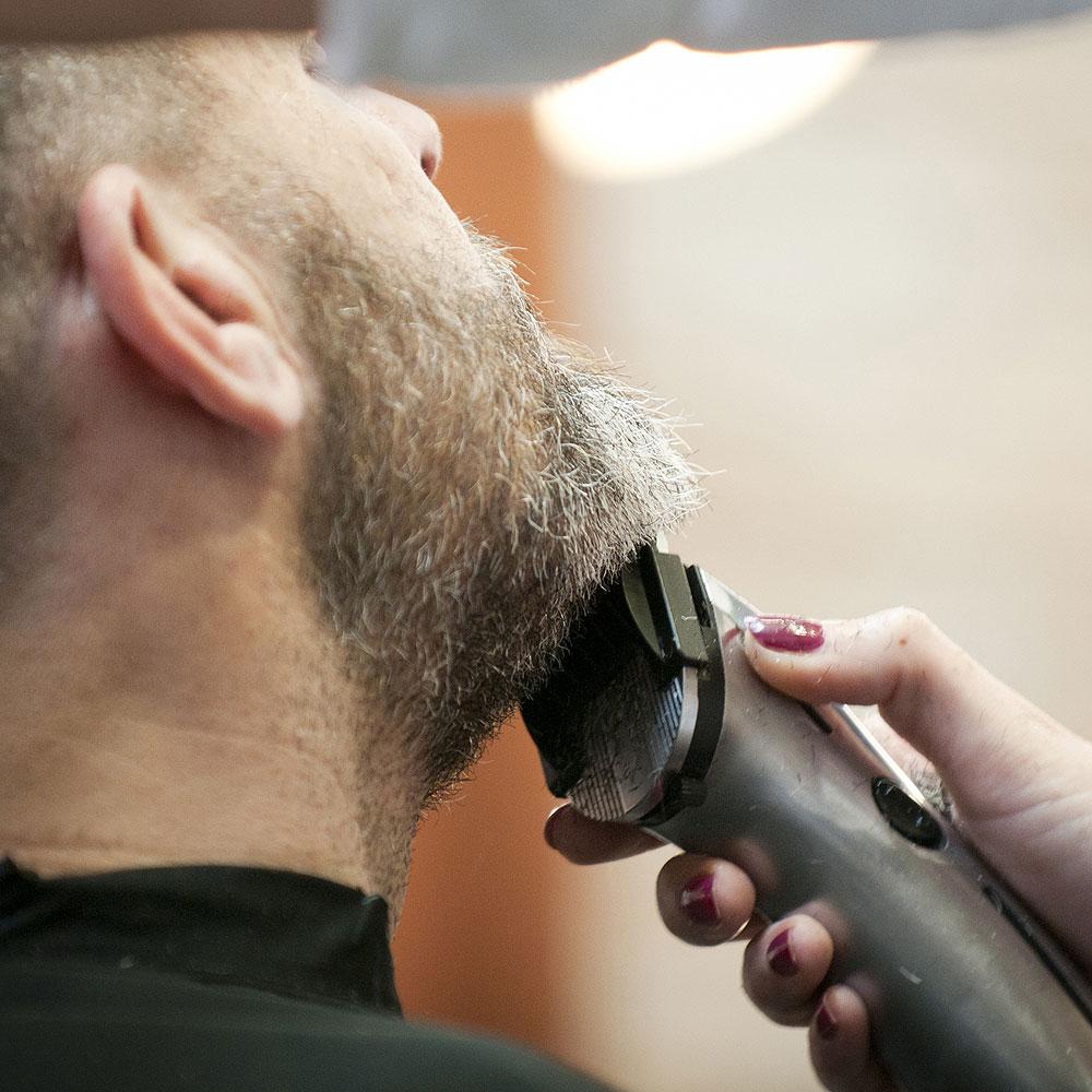 Arreglo de Barbas en Sevilla Corte a máquina