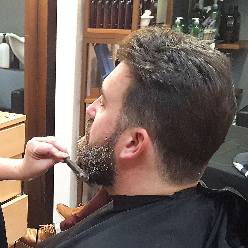 Teñido de barbas en Sevilla