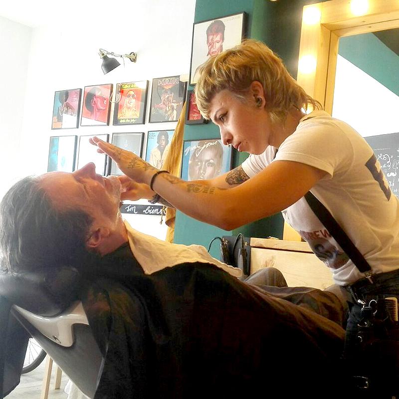 Afeitado a navaja tradicional en Sevilla